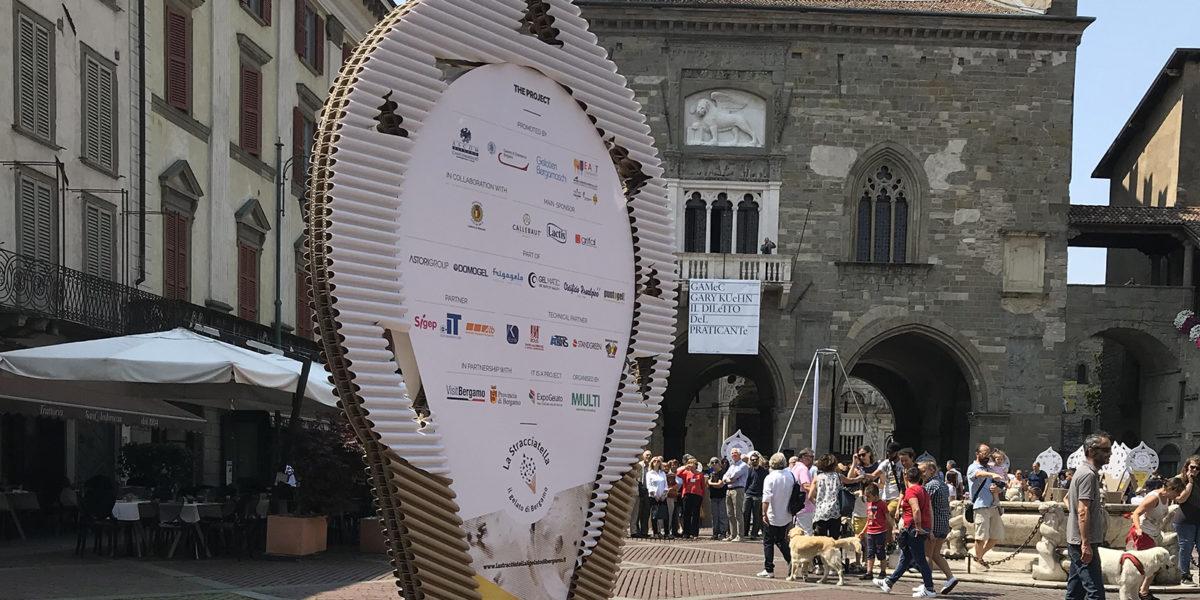 dettaglio dell'allestimento di Grifal per l'evento La Stracciatella in Piazza Vecchia a Bergamo