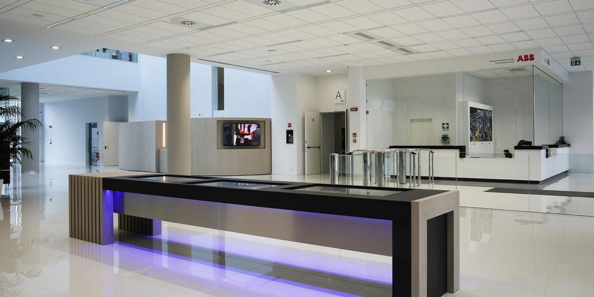 Progettazione e arredamento ingresso ABB Bergamo