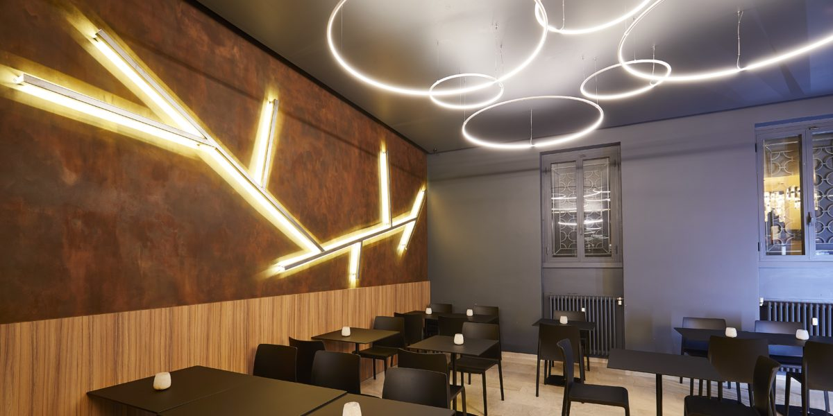 Arredamento di design per negozi e corner commerciali for Negozi arredamento design milano